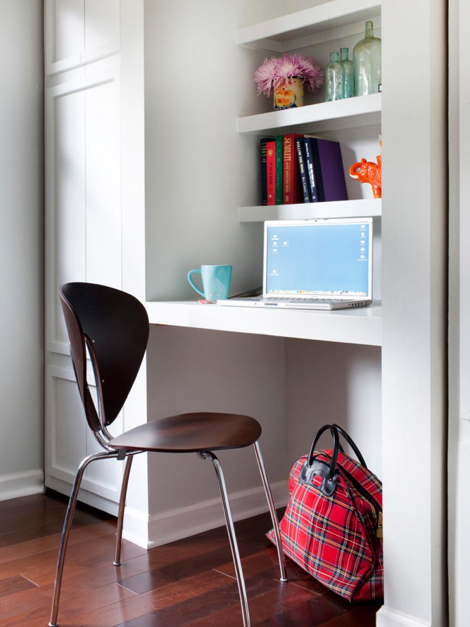 makeshift desk - Small Home Office Design