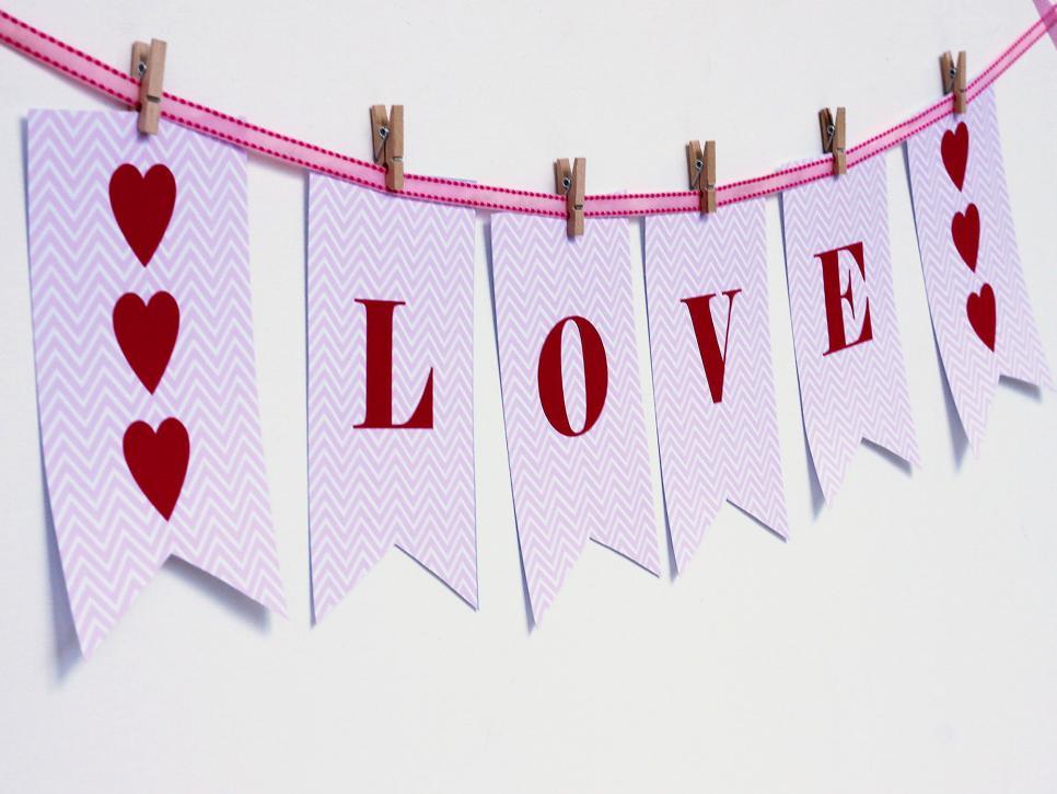 Free printable valentines day decorations  DIY