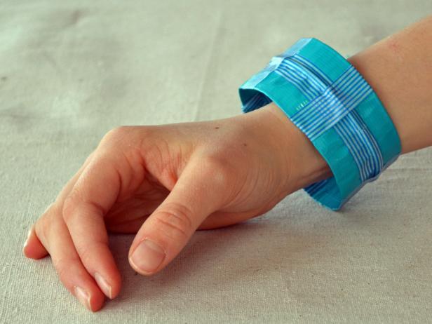 Original-duct-tape-bracelets-blue-final_s4x3