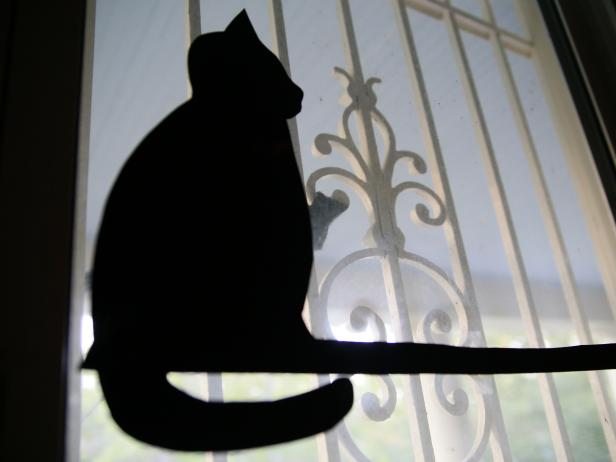 CI-Manvi-Drona_Halloween-Window-Silhouette-Cat-sitting_v