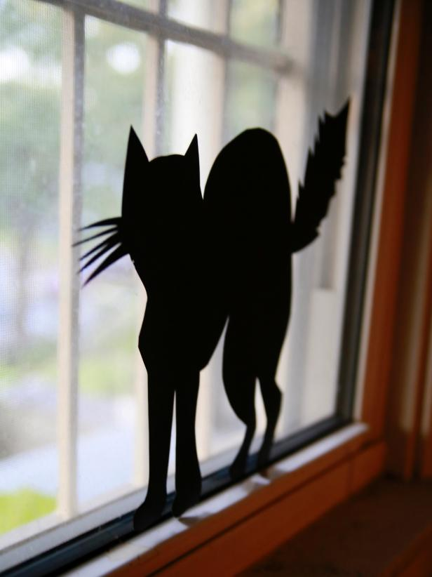 CI-Manvi-Drona_Halloween-Window-Silhouette-Cat2_v
