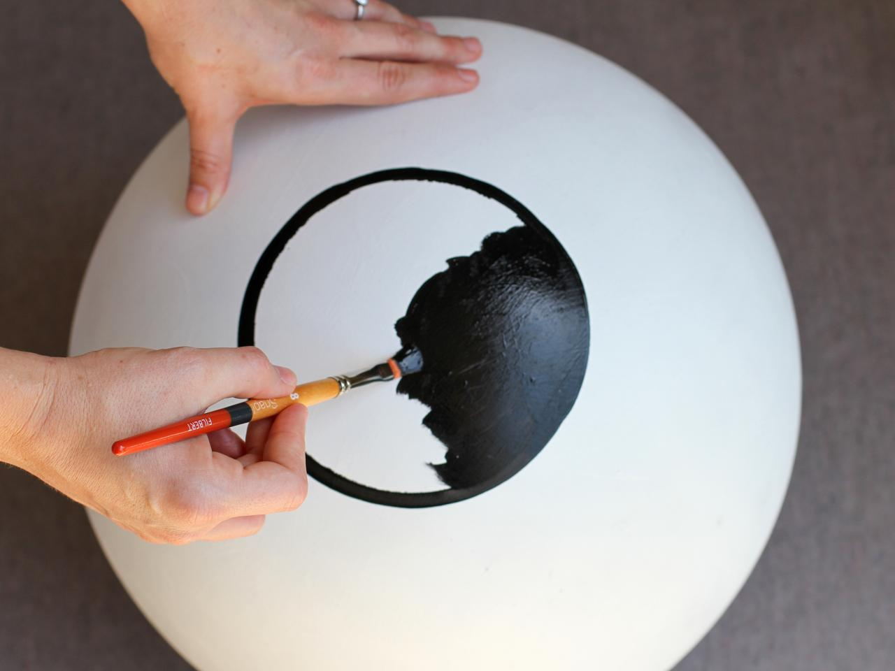 How to Make Giant Bloodshot-Eye Halloween Decor how-tos DIY