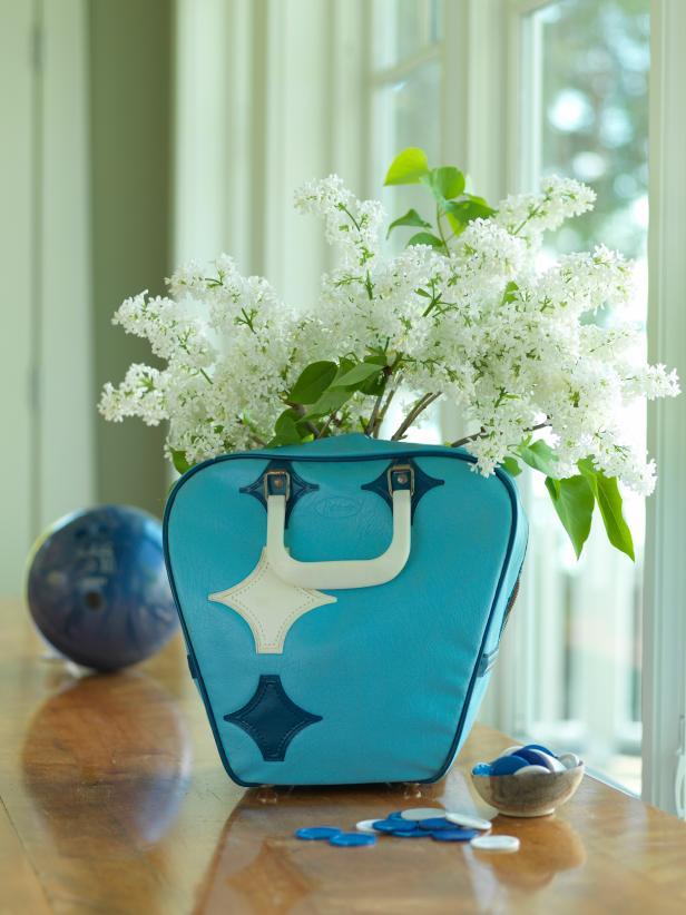 CI-Susan-Teare_bowling-bag-vase-hydrangea_v