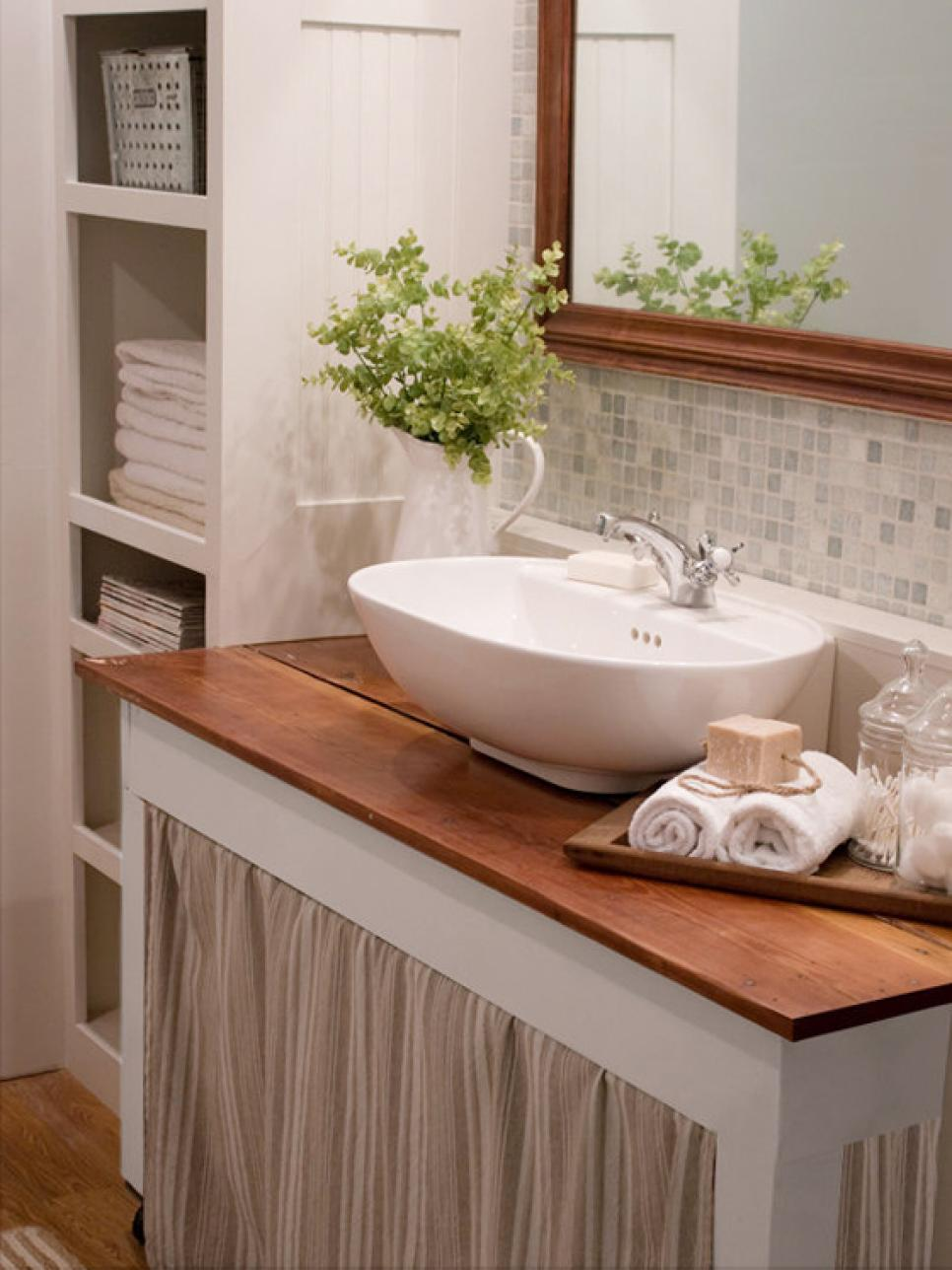 20 small bathroom design ideas hgtv for Bathroom decorating tips