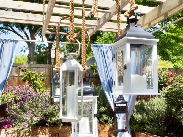 Original_Gathered-lanterns-hung-on-a-pergola_h