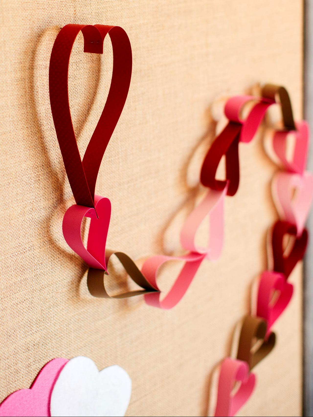 How to make a valentine 39 s day countdown paper chain how Valentine stage decorations