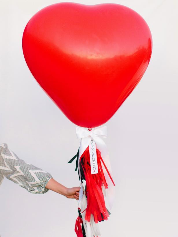CI-Rennai-Hoefer_Valentine-heart-balloon_v