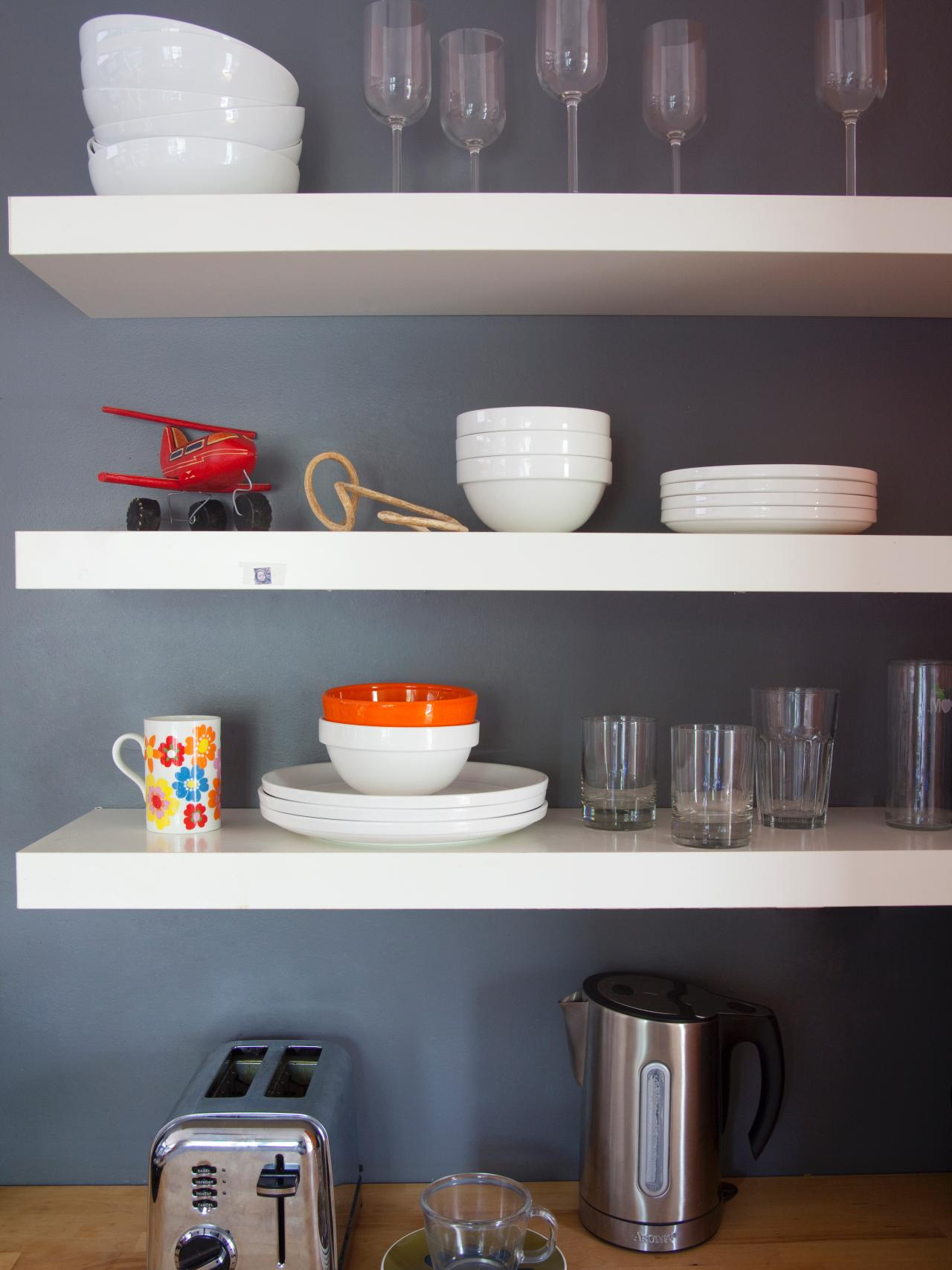 Tips for open shelving in the kitchen kitchen ideas for Open shelves in kitchen ideas