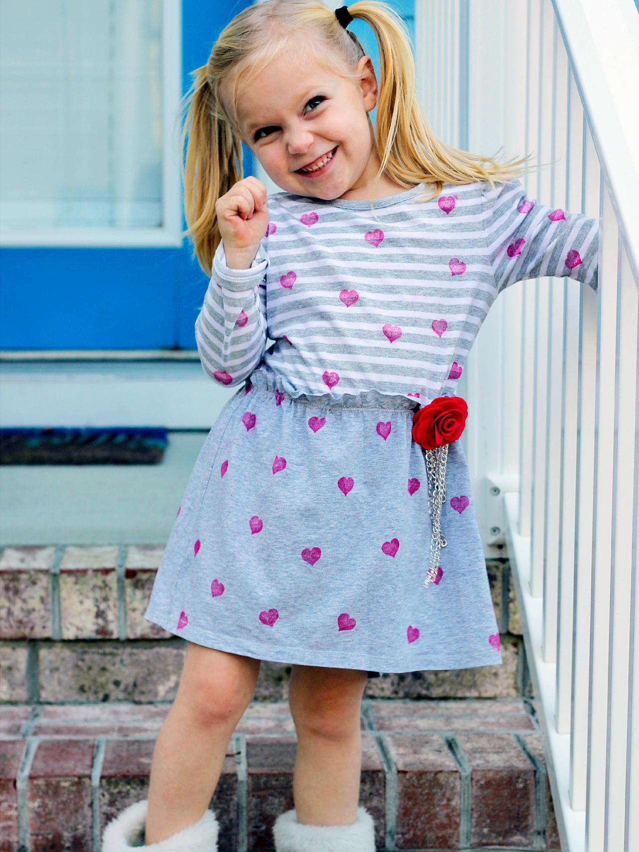 25 Dress Patterns for Girls {of all ages}: There are patterns for babies, girls, and adult women in here, but I am just going to put them in random order. Have fun looking and have fun sewing them!