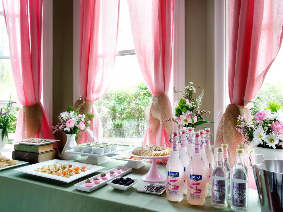 How to host a brunch wedding shower diy Brunch table decorations