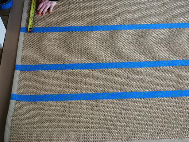 Original-Paiinted-Sisal-Rug_Taping-stripes3_4x3