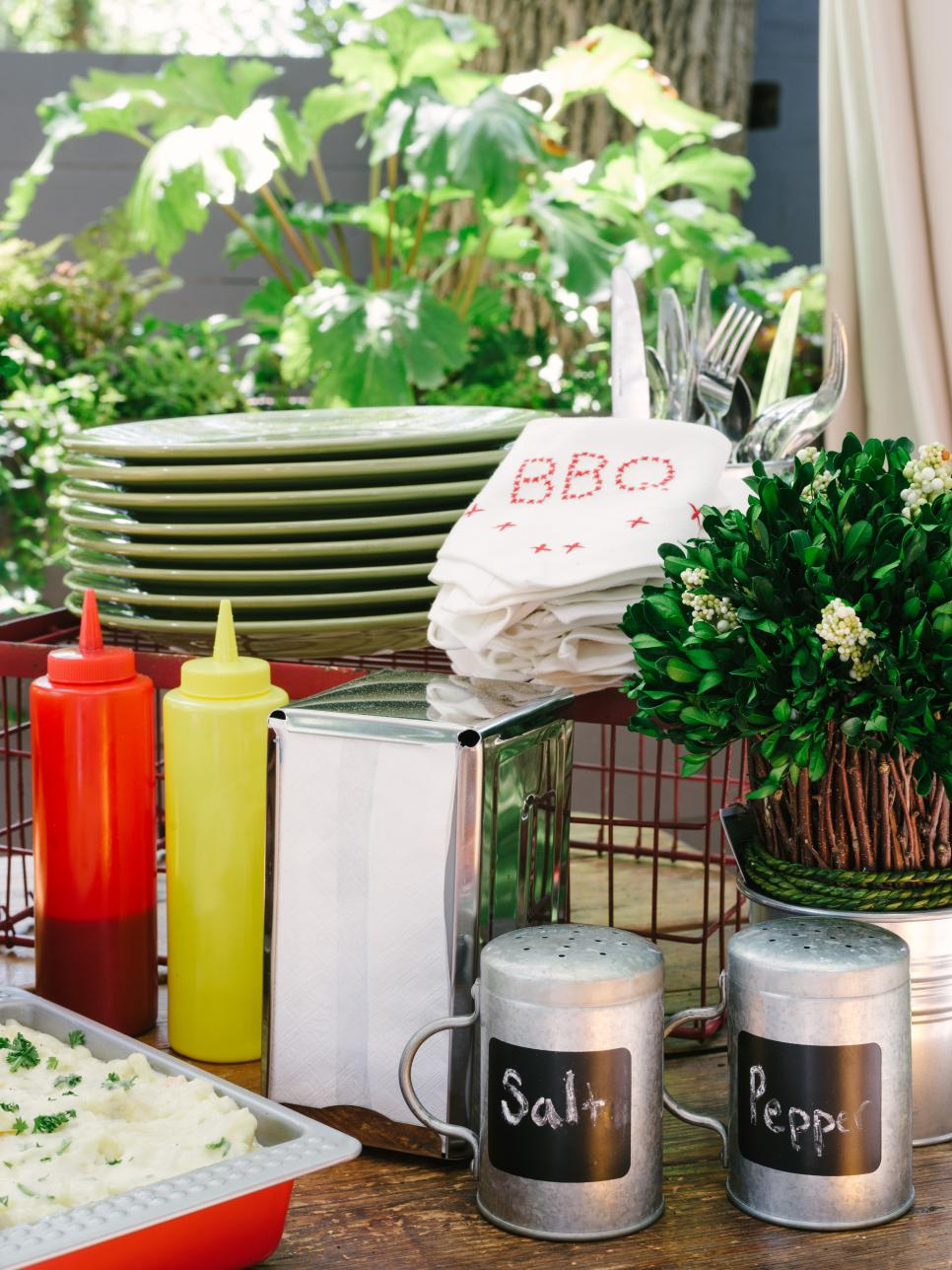 how to host a backyard barbecue wedding shower diy