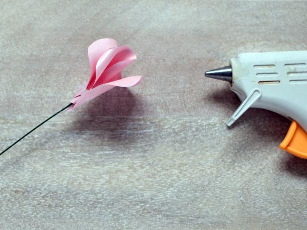 CI-Lia-Griffith_Paper-Roses-wrap-petal-step8_4x3