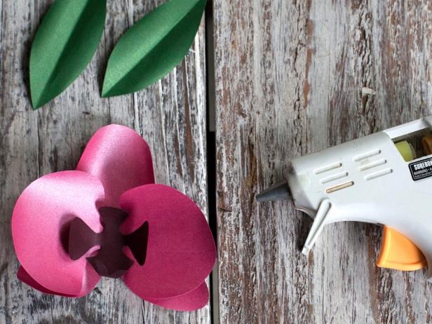 CI-Lia-Griffith_Paper-orchid-glue-stamen-Step4_4x3