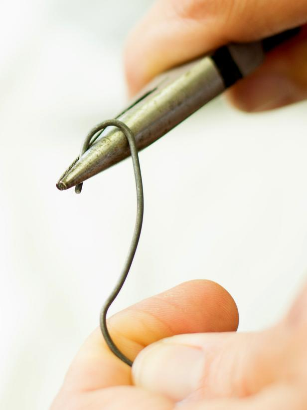 Original-Horseshoe-Placeholder_hook-shape-wire-step2_3x4