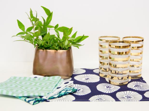CI-Chelsea-Costa_cloth-napkins-set-of-four-with-plant