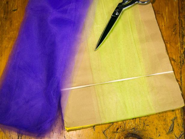 Original_No-Sew-Tutu-wrap-tulle-around-cardboard-step1_h