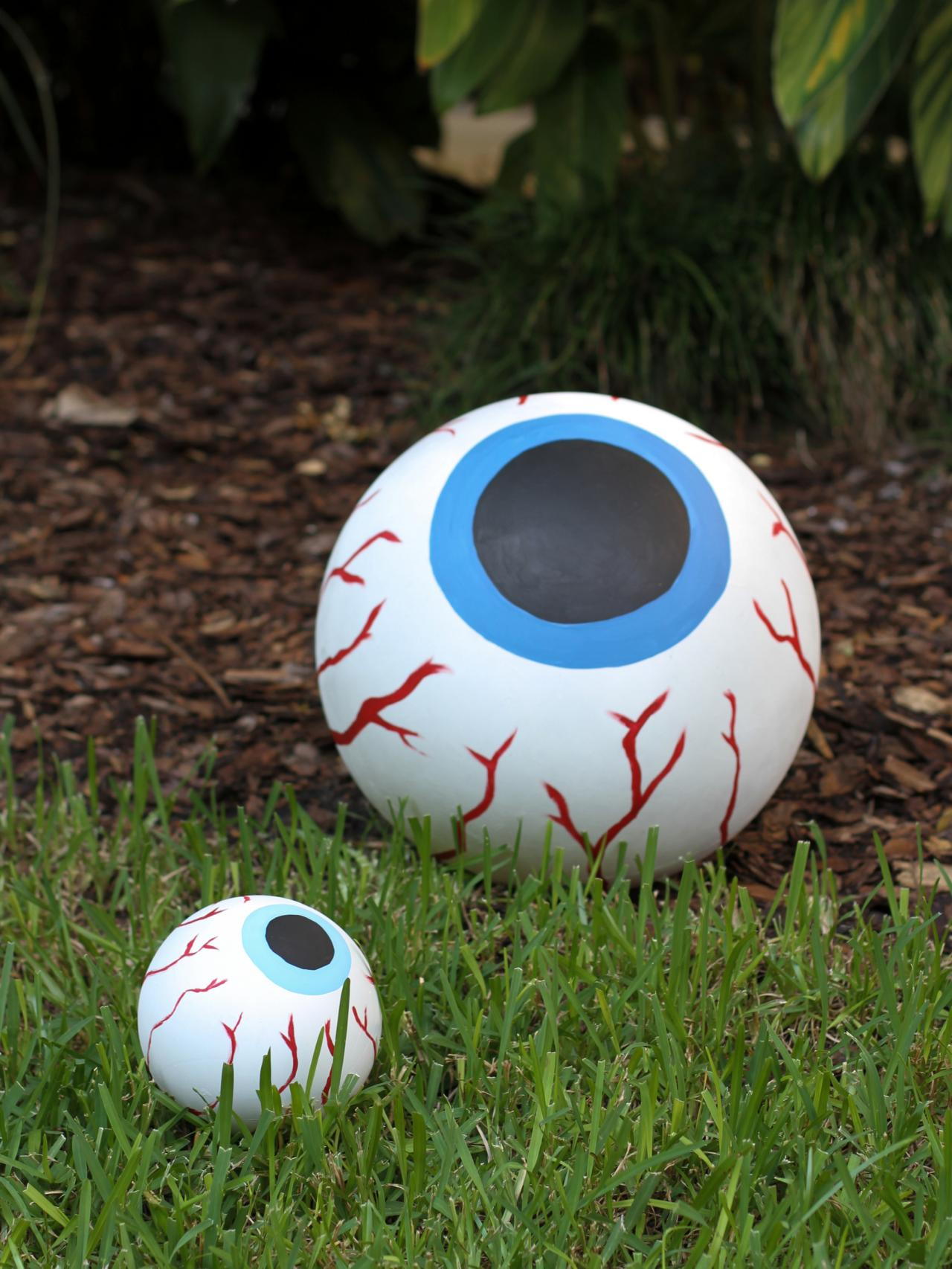 how to make giant bloodshot eye halloween decor decorate - Cheap Homemade Outdoor Halloween Decorations