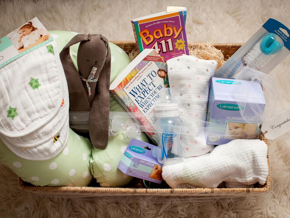 New baby gift ideas for hospital : How to make a feeding kit baby shower gift diy