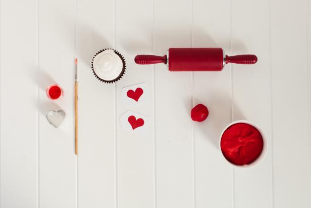 CI_TomKat-Studio-Teen-Valentines-Day-Fondant-Ball_s4x3