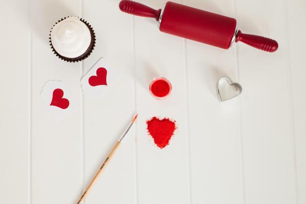 CI_TomKat-Studio-Teen-Valentines-Day-Glitter-Heart_s4x3