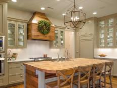 CI-McGilvrayWoodworks_hgrm_room-stories-Farmhouse-kitchen-island-wreath-JDK_h