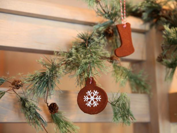 CI-Laurie-March_Scandanavian-Christmas-Cinnamon-ornaments-beauty_h