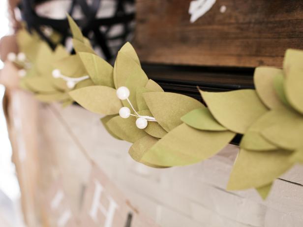 CI-TomKat_Christmas-fireplace-mantel-rustic-bay-leaf-garland_v