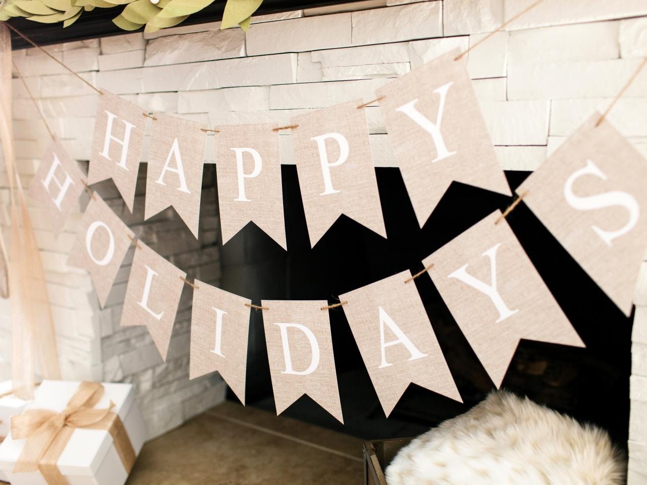 how to make christmas paper bunting how tos diy. Black Bedroom Furniture Sets. Home Design Ideas