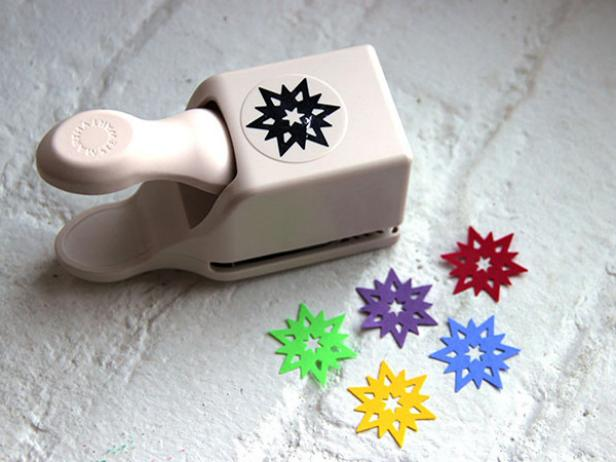 CI-Ellen-Foord_Christmas-cone-tree-snowflake-punch-step1_h