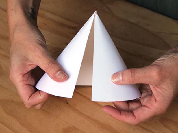 CI-Ellen-Foord_Christmas-Tree-Paper-Cone-Step5_h