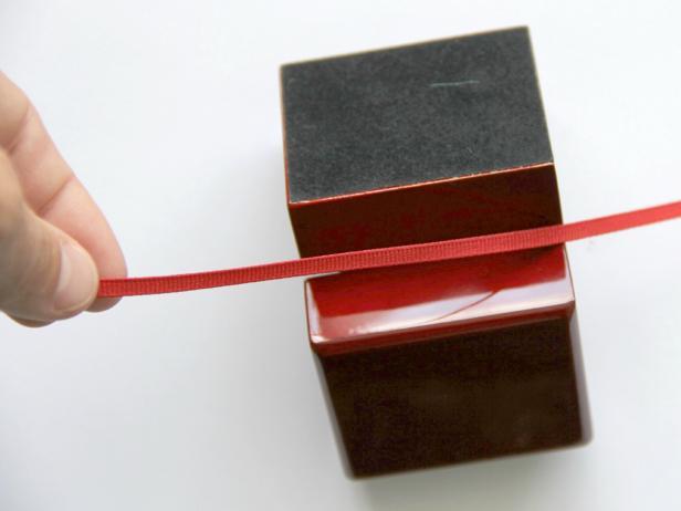 CI-Jess-Abbott_Christmas-ornament-engagement-ring-box-step5_h