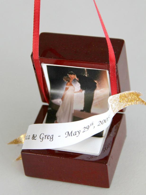 CI-Jess-Abbott_Christmas-ornament-engagement-ring-box-step8_h