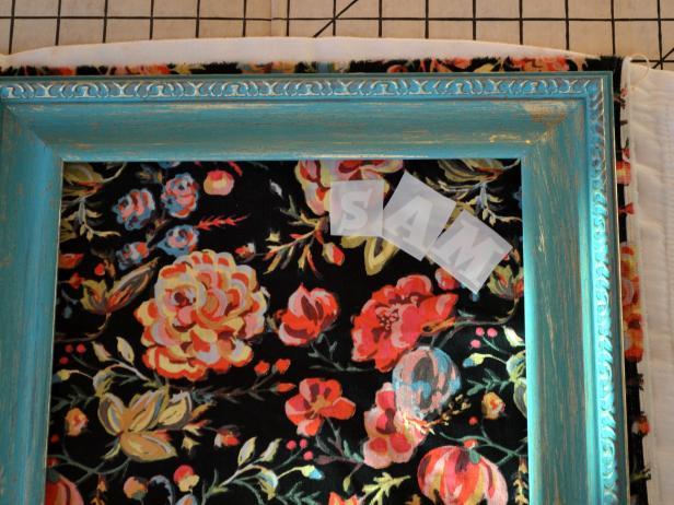 Original-Joanne-Palmisano_Fabric-Cork-Message-Board-step5_h