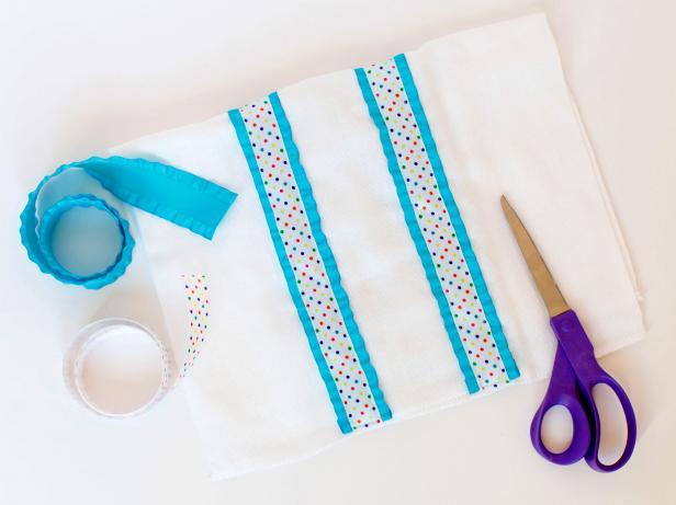 CI-Rennai-Hoefer_burp-cloths-with-both-ribbons_h
