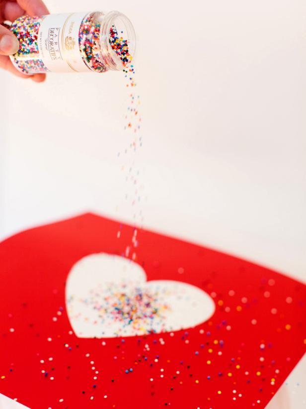 CI-Rennai-Hoefer_sprinkles-cake-pouring-on-heart_v
