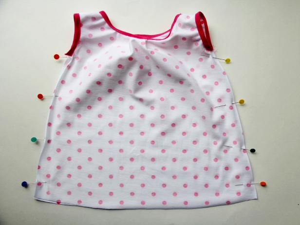 CI-Jess-Abbott_baby-dress-pin-the-sides-together13_h