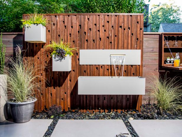 Yard Crashers: Garden Wall With Water Feature