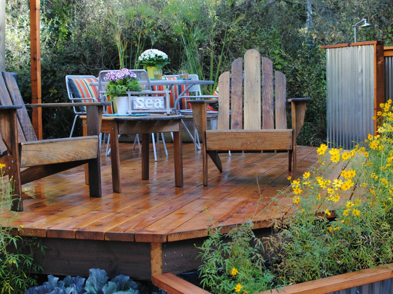 Pictures of beautiful backyard decks patios and fire pits for Backyard decks