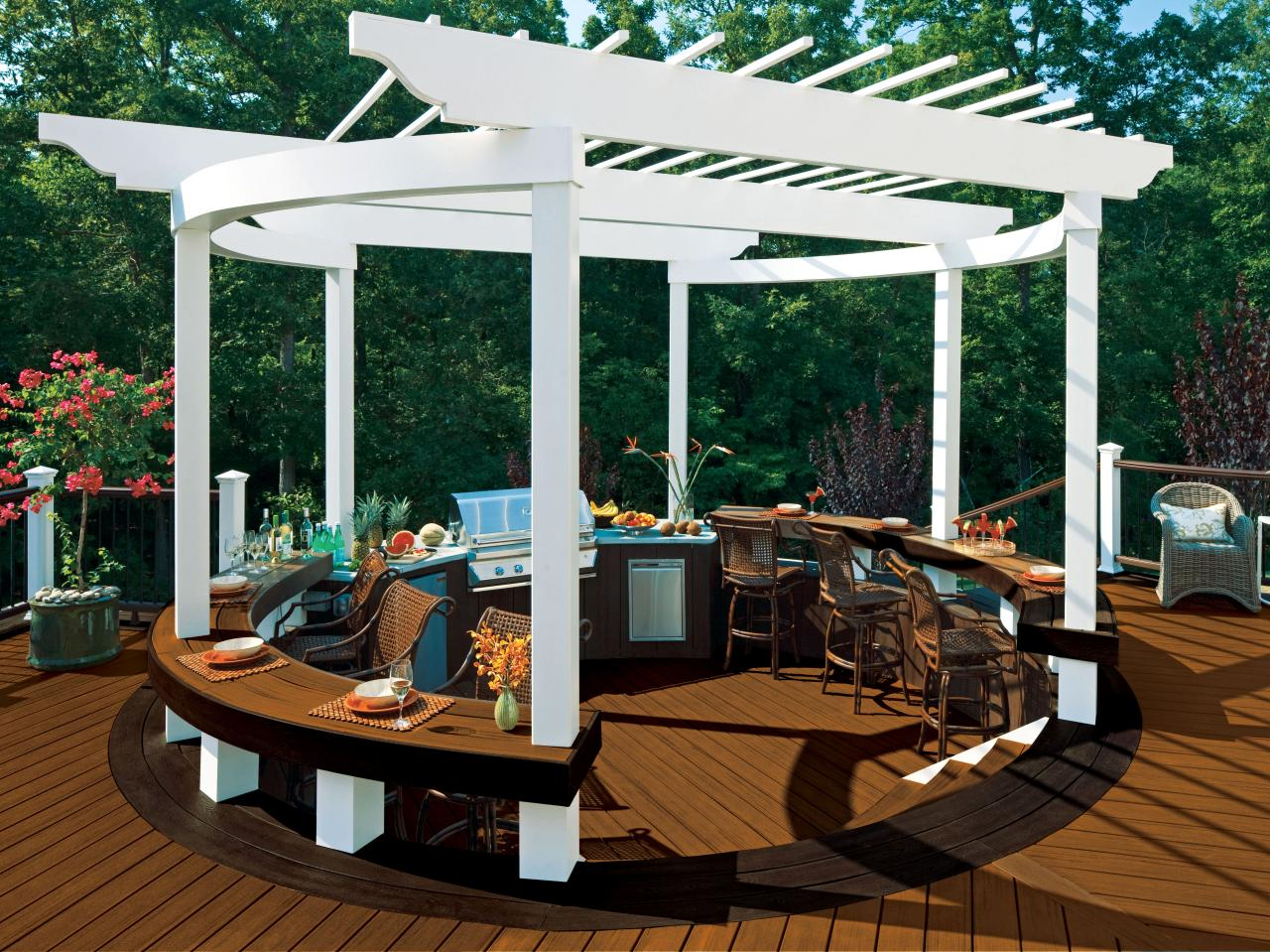 Pictures of beautiful backyard decks patios and fire pits for Circular garden decking