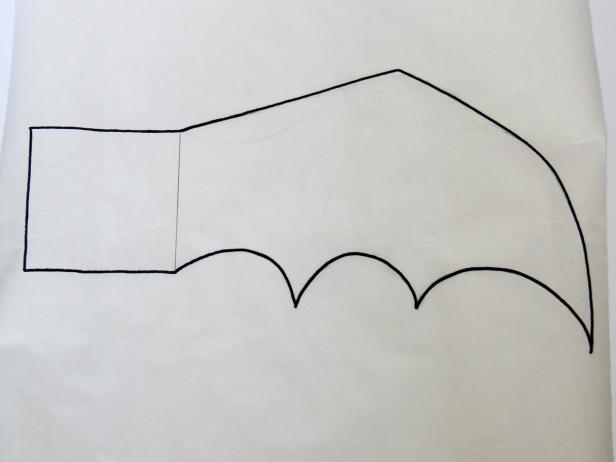 CI-Carla-Wiking_Halloween-dog-costume-bat-wings-draw-wing-step1_h