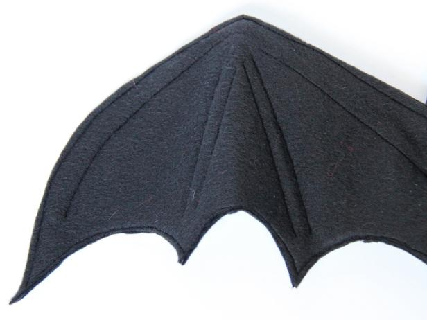 CI-Carla-Wiking_Halloween-dog-costume-bat-wings-sew-together-step6_h