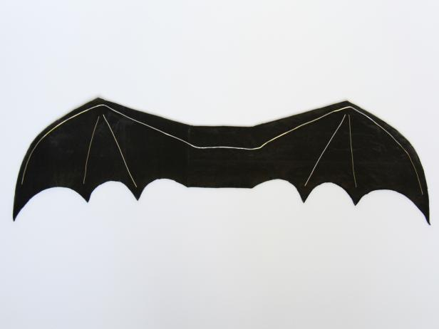 CI-Carla-Wiking_Halloween-dog-costume-bat-wings-wire-on-wing-step4_h