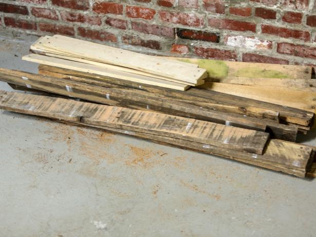 Original_Pallet-Headboard-pile-wood2_h