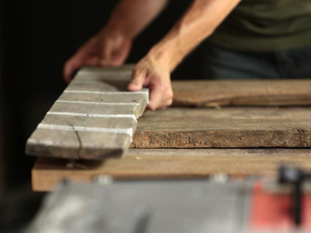 Original_Pallet-Headboard-position-first-plank8_h