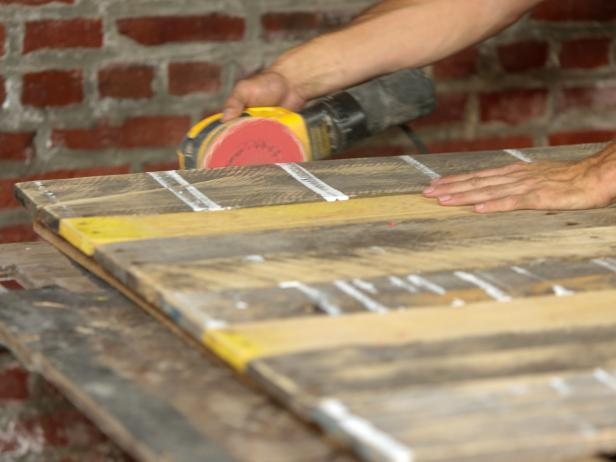 Original_Pallet-Headboard-sanding-plank-edges18_h