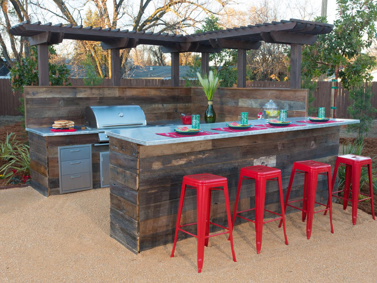 Backyard Bar And Grill : Yard Crashers  DIY