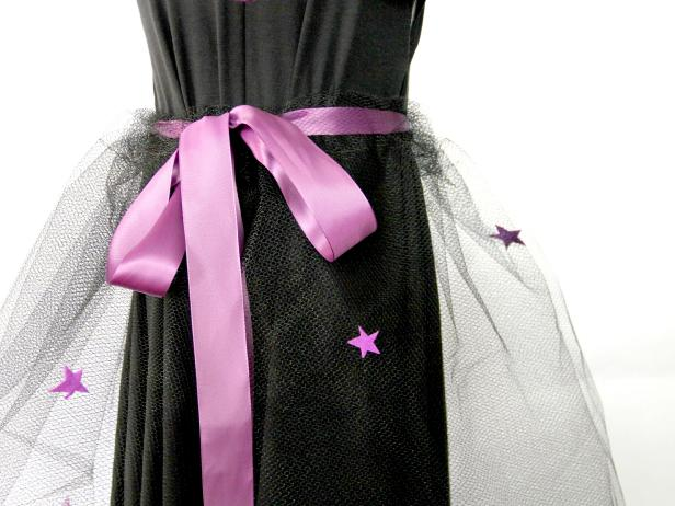 CI-Jess-Abbott_Halloween-Witch-Costume-felt-star-on-skirt7_h