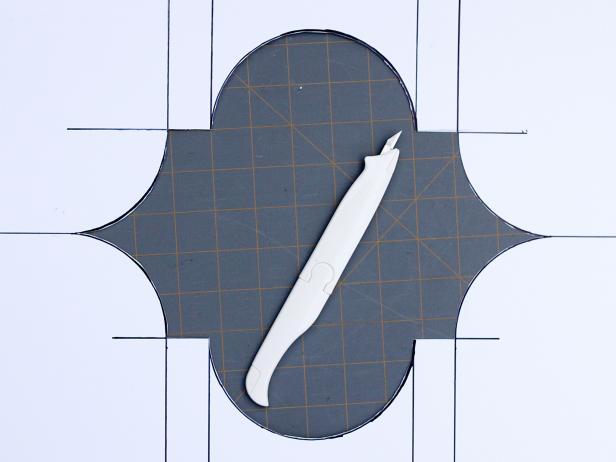 CI_Carla-Wiking_Canvas-Drop-Cloth-Painted-Patio-Rug-cut-stencil-step2_h