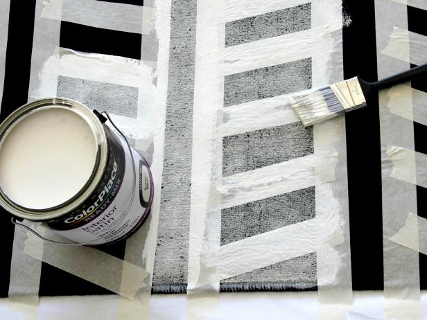 CI-Jess-Abbott_Painted-Rug-Black-and-White-painting-rug-step4_h